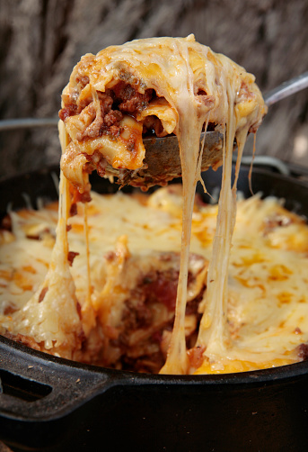 Cast Iron「A serving of lasagna is scooped from the dish」:スマホ壁紙(1)