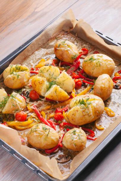 Serving of baked potato with pepper vegetables:スマホ壁紙(壁紙.com)