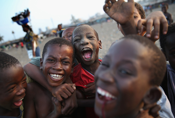 Playing「Liberia Turns Towards Normalcy As Fight Continues To Eradicate Ebola」:写真・画像(4)[壁紙.com]