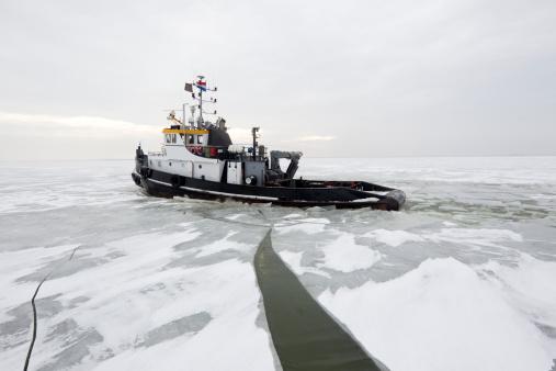 Ice-breaker「Ice Breakers in dutch waters cracking ice」:スマホ壁紙(12)