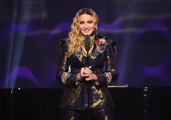 カメラ目線「Billboard Women In Music 2016 - Inside」:写真・画像(18)[壁紙.com]