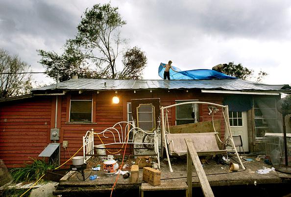 Overcast「Floridians Struggle After Hurricane Charley」:写真・画像(2)[壁紙.com]
