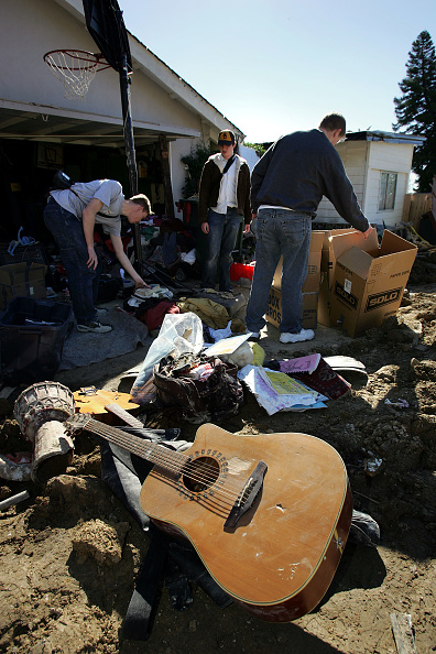 Torrential Rain「La Conchita Residents Return to Damaged Community」:写真・画像(0)[壁紙.com]