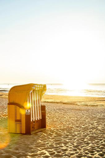 Lower Saxony「Germany, North Sea, Cuxhaven, beach chair on the beach」:スマホ壁紙(6)