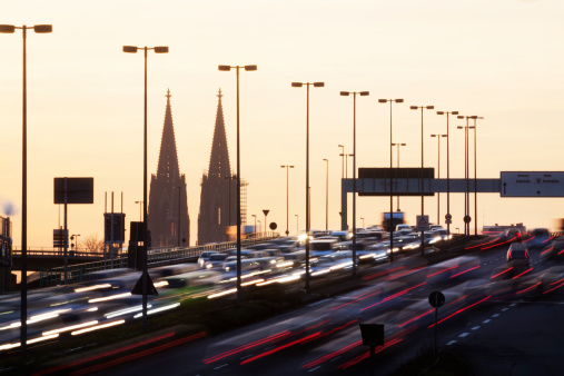 Cologne「Germany, North Rhine-Westphalia, Cologne Cathedral and rush hour on Zoobruecke at dusk」:スマホ壁紙(8)