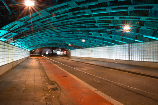 Empty Road「Germany, North Rhine-Westphalia, Cologne, lighted underpass by night」:スマホ壁紙(5)