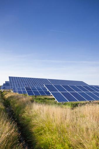 Solar Energy「Germany, North Rhine-Westphalia, Solar panels at solar energy park near Saerbeck」:スマホ壁紙(18)