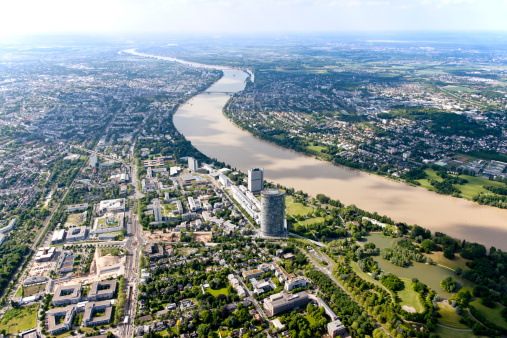 Water's Edge「Germany, North Rhine-Westphalia, Bonn, View of city with Posttower at River Rhine, aerial photo」:スマホ壁紙(14)
