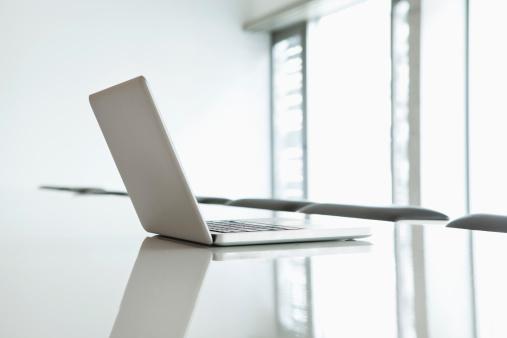 Selective Focus「Germany, North Rhine Westphalia, Cologne, Laptop on conference table」:スマホ壁紙(8)