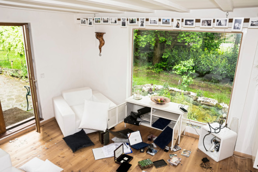 Destruction「Germany, North Rhine Westphalia, Interior of living room after burglary」:スマホ壁紙(5)