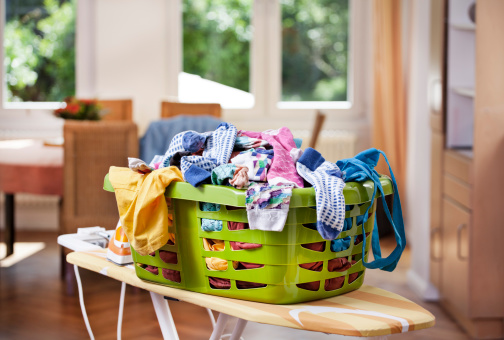 Basket「Germany, North Rhine Westphalia, Cologne, Clothes in laundry basket」:スマホ壁紙(2)