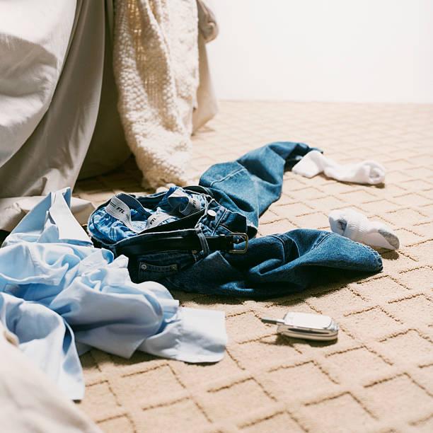 Man's Clothes on Bedroom Floor:スマホ壁紙(壁紙.com)