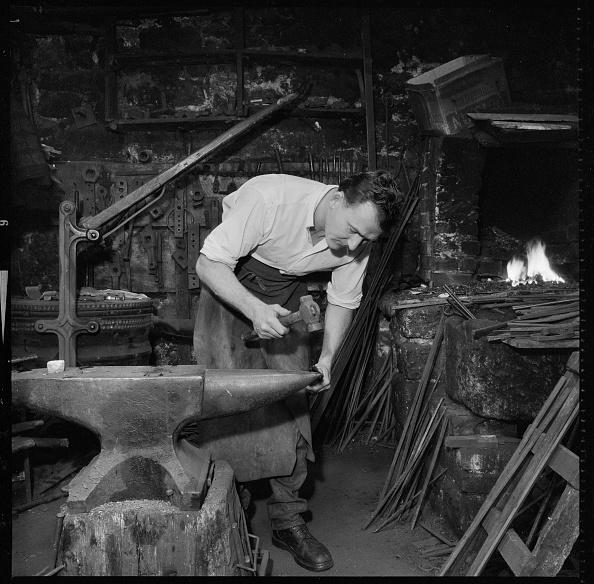 Skill「Blacksmith Working At An Anvil」:写真・画像(10)[壁紙.com]
