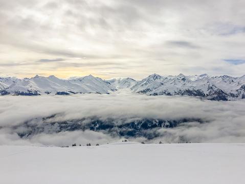 吹雪「都市、オーストリアのアルプス」:スマホ壁紙(3)