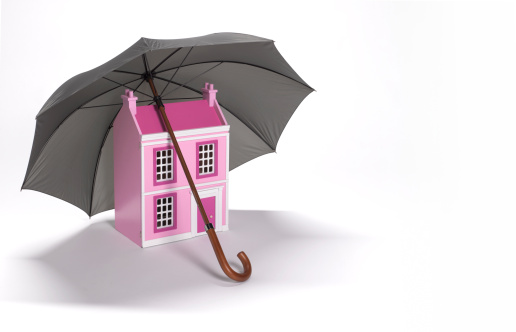 Insurance「House sheltered by umbrella with copy space」:スマホ壁紙(6)