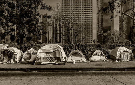 Homelessness「Homeless Tents, Skyscrapers in Background」:スマホ壁紙(6)
