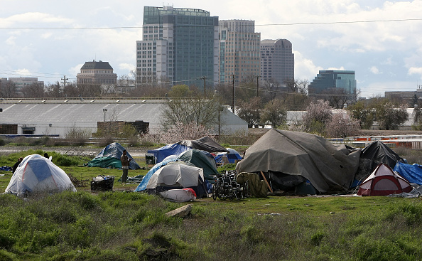 Homelessness「Sacramento Tent City Fills Up With The Newly Jobless And Homeless」:写真・画像(7)[壁紙.com]