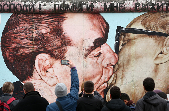 Adam Berry「Germany Celebrates 25th Anniversary Of The Fall Of The Berlin Wall」:写真・画像(4)[壁紙.com]