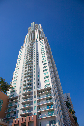 Miami Beach「Looking up at tall Miami residential development」:スマホ壁紙(13)
