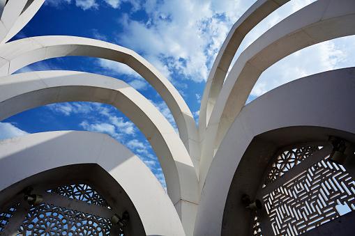 Fretwork「Looking up at sky from monument in Al Bidda Park」:スマホ壁紙(17)