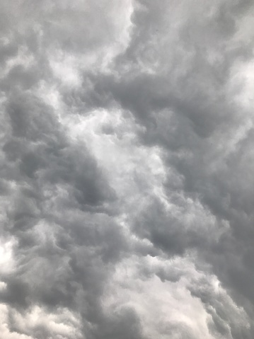 Mammatus Cloud「Looking up at gray storm clouds in sky」:スマホ壁紙(17)