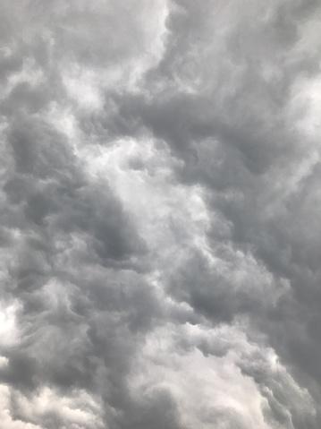 Mammatus Cloud「Looking up at gray storm clouds in sky」:スマホ壁紙(19)