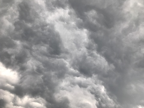 Mammatus Cloud「Looking up at gray storm clouds in sky」:スマホ壁紙(18)