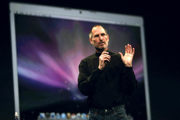 Steve Jobs「Steve Jobs Delivers Keynote Speech At Macworld Conference & Expo」:写真・画像(15)[壁紙.com]