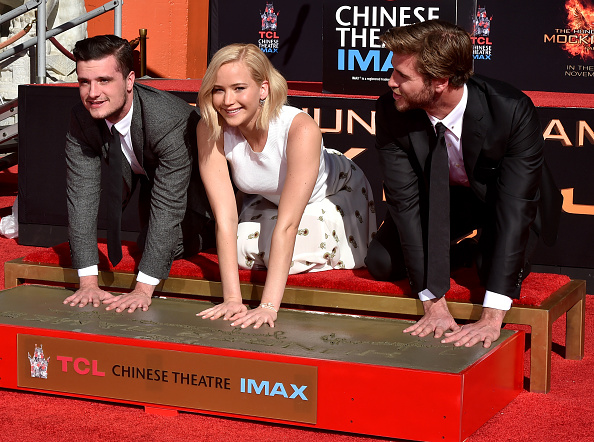 """TCL Chinese Theatre「Stars From Lionsgate's """"The Hunger Games: Mockingjay - Part 2"""" Hand And Footprint Ceremony」:写真・画像(7)[壁紙.com]"""