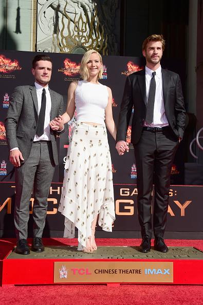 ダービーシューズ「Stars From Lionsgate's 'The Hunger Games: Mockingjay - Part 2' Hand And Footprint Ceremony」:写真・画像(1)[壁紙.com]