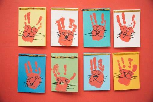 Rabbit「Self-made Easter bunny cards with handprints」:スマホ壁紙(13)