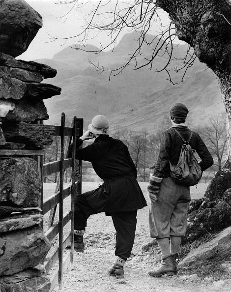 English Lake District「Two stylish ladies on a walking tour. Langdale. Lake District. England. Photograph. 1935」:写真・画像(9)[壁紙.com]