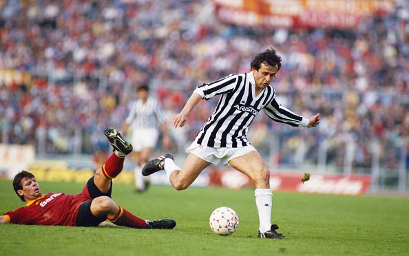 Playing「Michel Platini AS Roma v Juventus 1986」:写真・画像(15)[壁紙.com]