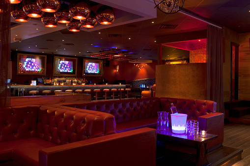 Celebrities「Tables and booths in empty nightclub」:スマホ壁紙(1)