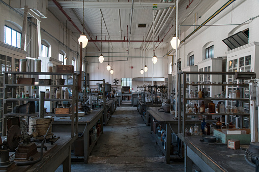 Belt「Tables and jars in empty old-fashioned factory」:スマホ壁紙(11)