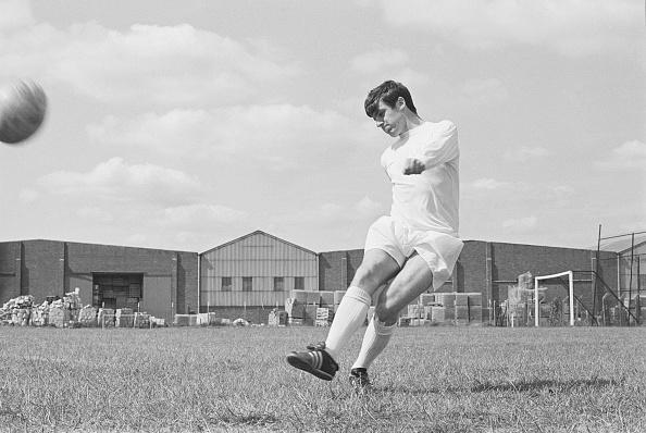 Dribbling - Sports「Leeds United F.C. Squad of 1969」:写真・画像(6)[壁紙.com]