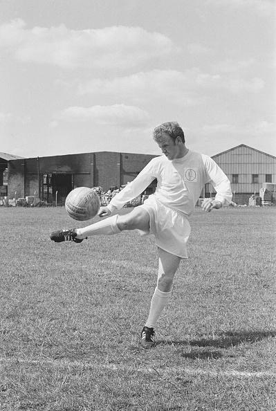 Dribbling - Sports「Leeds United F.C. Squad of 1969」:写真・画像(5)[壁紙.com]