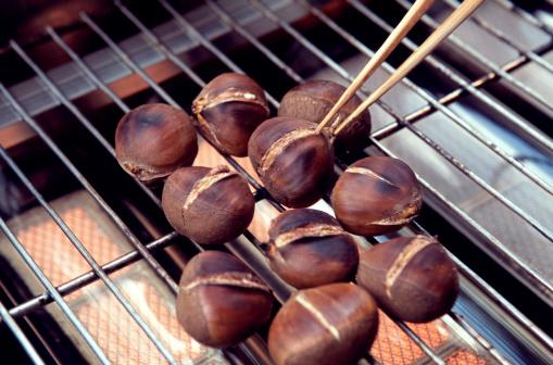栗「Chestnuts Roasting」:スマホ壁紙(10)