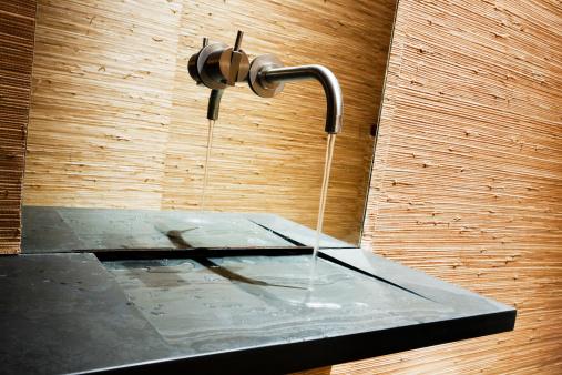 スイセン「Handwashing 水には、モダンなバスルームに、スレートのスラブ」:スマホ壁紙(10)