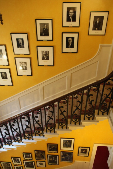 Staircase「Former Prime Minister Gordon Brown's Photograph Is Hung Inside 10 Downing Street」:写真・画像(10)[壁紙.com]