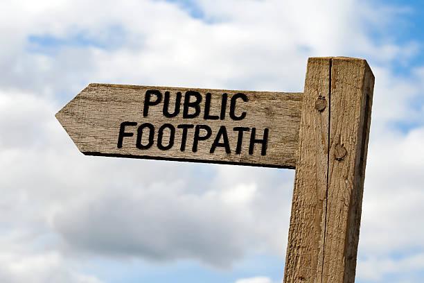 Wooden public footpath sign:スマホ壁紙(壁紙.com)