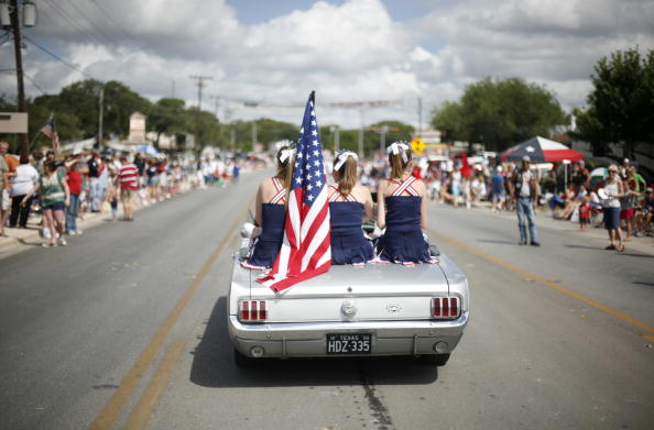 Town「Texas Town Holds Parade On Independence Day」:写真・画像(3)[壁紙.com]