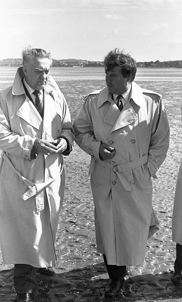 Waterproof「Soviet Ambassador to Ireland Gennadii Vasilevich Uranov with Terry Layden at Sandymount 1989」:写真・画像(15)[壁紙.com]