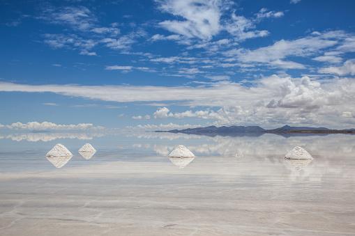 Andes「Salt Piles in Salar de Uyuni, Potosi, Bolivia, South America」:スマホ壁紙(13)