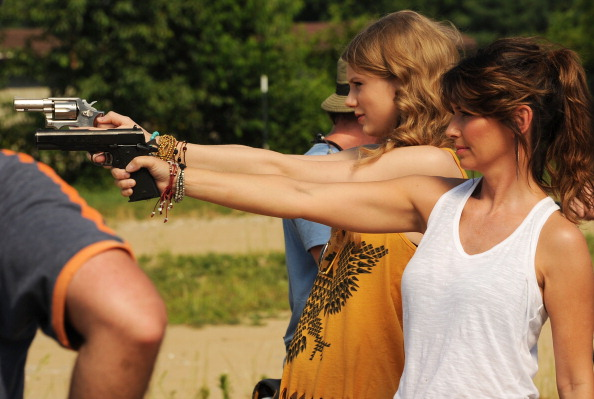 """Southern USA「Shania Twain & Taylor Swift Recreate """"Thelma & Louise"""" For CMT Music Awards」:写真・画像(2)[壁紙.com]"""