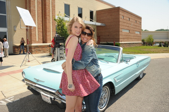 """Southern USA「Shania Twain & Taylor Swift Recreate """"Thelma & Louise"""" For CMT Music Awards」:写真・画像(6)[壁紙.com]"""