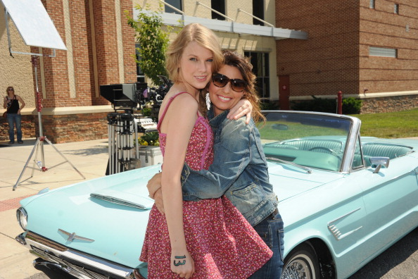 """Southern USA「Shania Twain & Taylor Swift Recreate """"Thelma & Louise"""" For CMT Music Awards」:写真・画像(4)[壁紙.com]"""