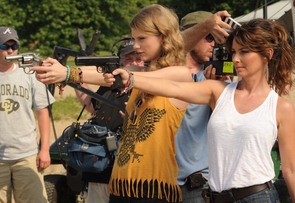 """Southern USA「Shania Twain & Taylor Swift Recreate """"Thelma & Louise"""" For CMT Music Awards」:写真・画像(3)[壁紙.com]"""