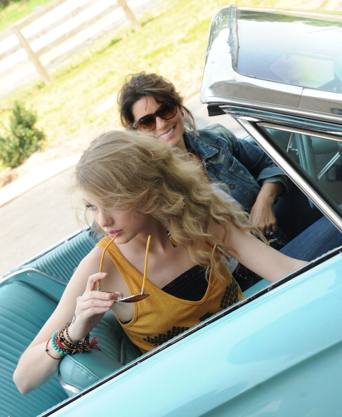 """Southern USA「Shania Twain & Taylor Swift Recreate """"Thelma & Louise"""" For CMT Music Awards」:写真・画像(8)[壁紙.com]"""