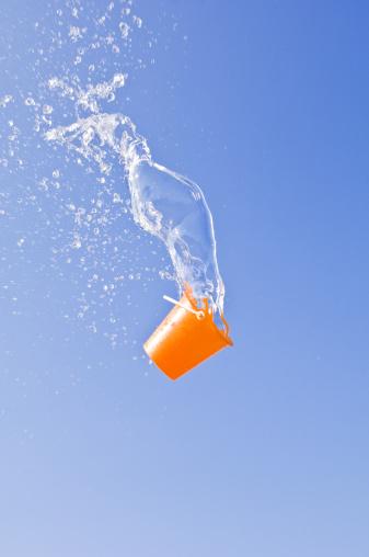 Bucket「Otzia, water and pail」:スマホ壁紙(8)